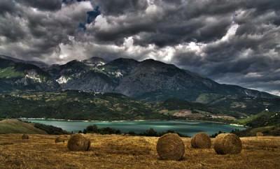 8_Lago-di-Casoli-con-veduta-della-Majella_Luigi-ESPOSITO