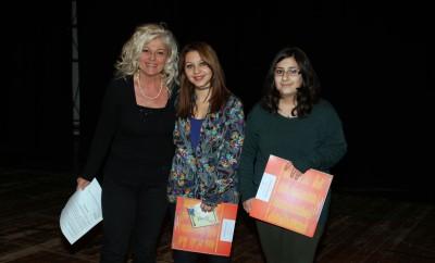 Due ragazze premiate