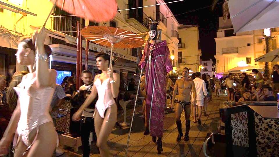 Una sfilata per le strade di Ibiza