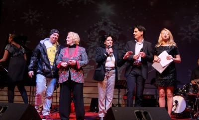 (da destra a sinistra) il cabarettista Dado, la cantante Katia Ricciarelli, la presidente Fidas Anna Di Carlo, il direttore artistico Davide Cavuti e la conduttrice Mila Cantagallo