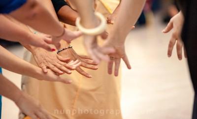 danza-di-mani-parlanti_e