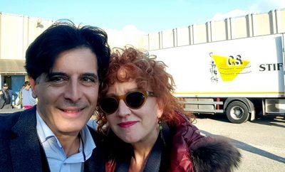 il direttore artistico Davide Cavuti con Fiorella Mannoia durante una pausa delle riprese di 7 minuti