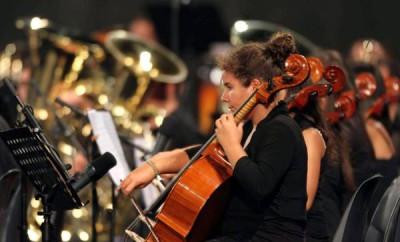 Un momento del concerto di Riccardo Muti a Reggio Calabria dove ha diretto i giovani musicisti appartenenti a 42 complessi bandistici, nella piazza d'Armi della Scuola Allievi Carabinieri, Reggio Calabria, 31 luglio 2012. ANSA/ UFFICIO STAMPA ++HO - NO SALES EDITORIAL USE ONLY++